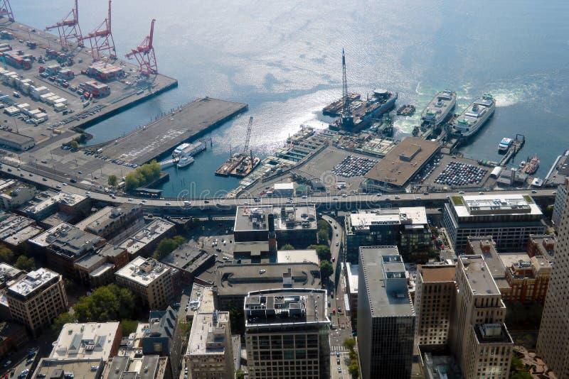 Seattle, USA, am 31. August 2018: Frachtkräne am Hafen von Seattle lizenzfreies stockbild