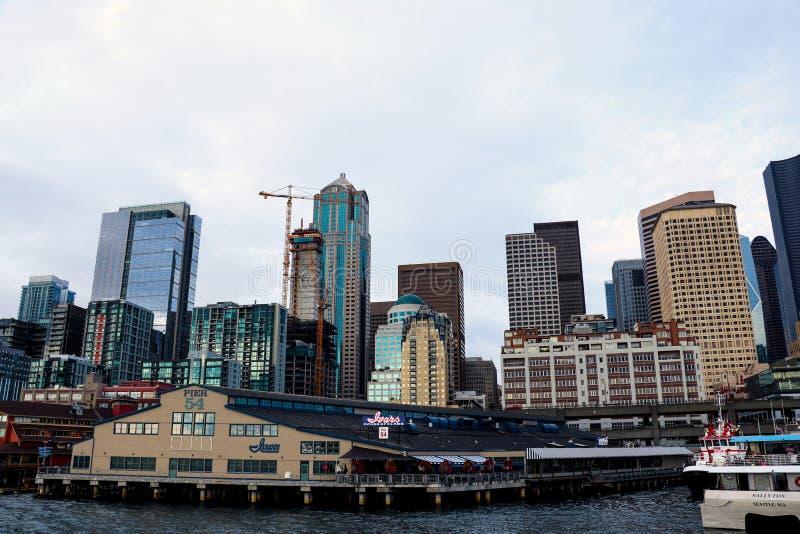 Seattle, USA, am 31. August 2018: Im Stadtzentrum gelegene Ansicht von der Fähre lizenzfreie stockfotos