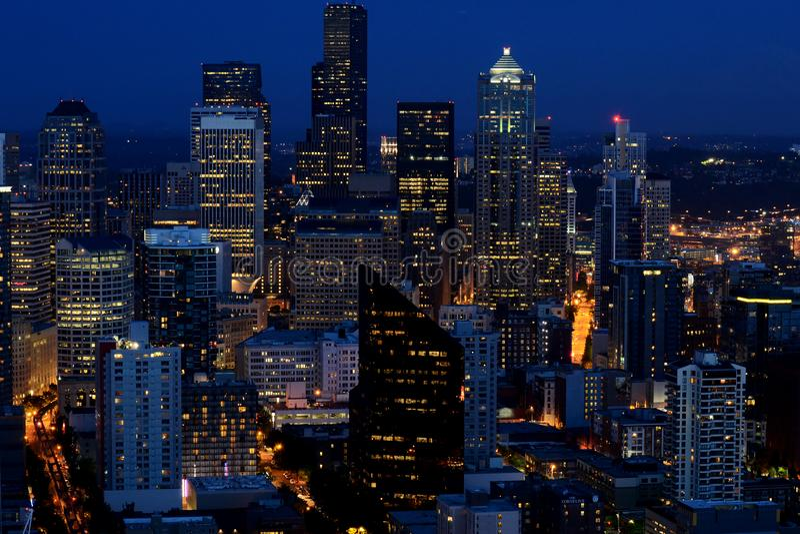 Seattle WA i aftonen arkivbilder