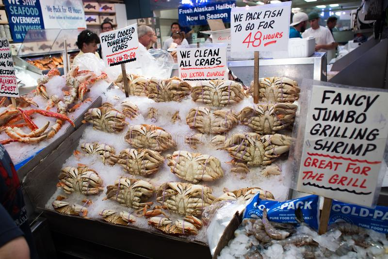 Seattle, Washington, de V.S. - 4 Mei, 2018: De Vissenmarkt van de snoekenplaats - beroemde markt in Seattle stock fotografie