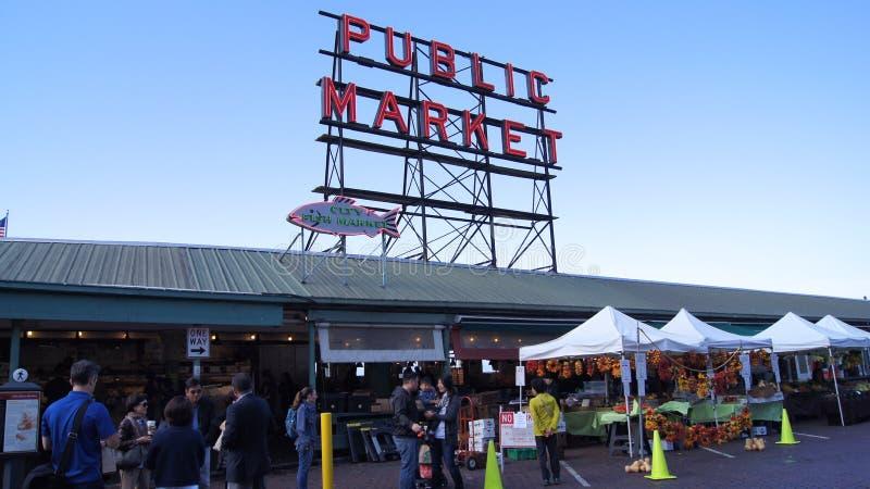 SEATTLE WASHINGTON los E.E.U.U. - octubre de 2014 - muestra del centro del mercado público, lugar de Pike foto de archivo libre de regalías