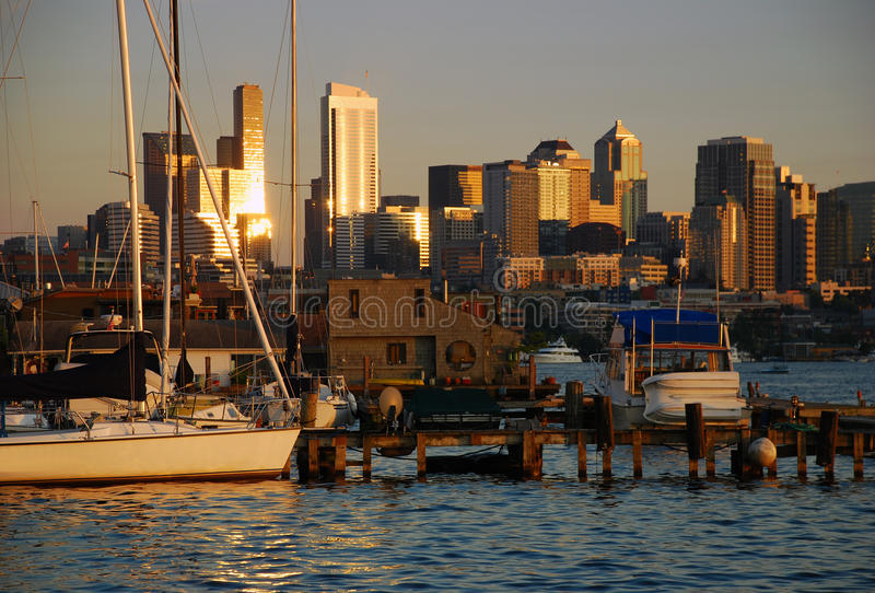 Seattle, Washington. Skyline no por do sol imagens de stock royalty free
