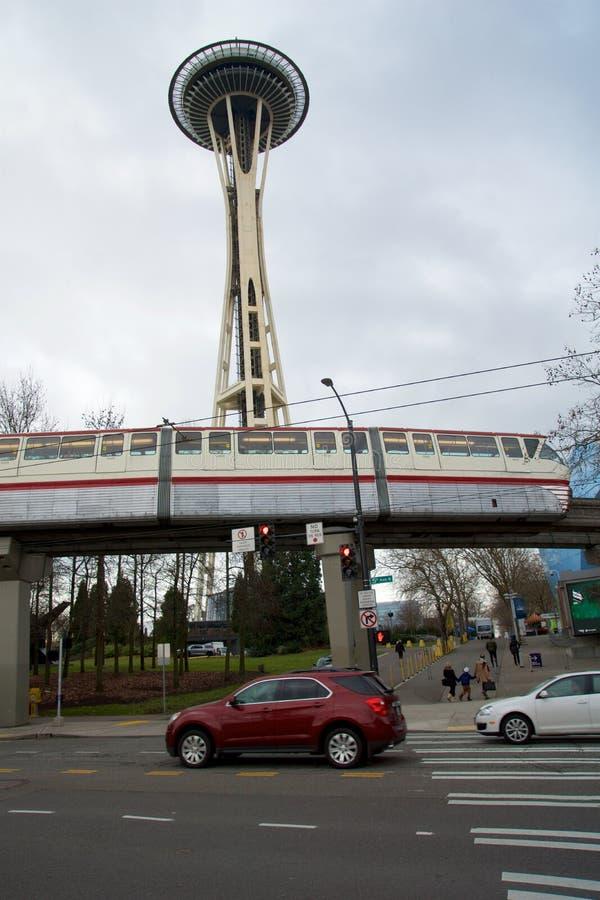 SEATTLE WASHINGTON, USA - JANUARI 24th, 2017: Enskenig järnväg för erfarenhetsmusikprojekt som EMP och Seattle igenom kör med fotografering för bildbyråer
