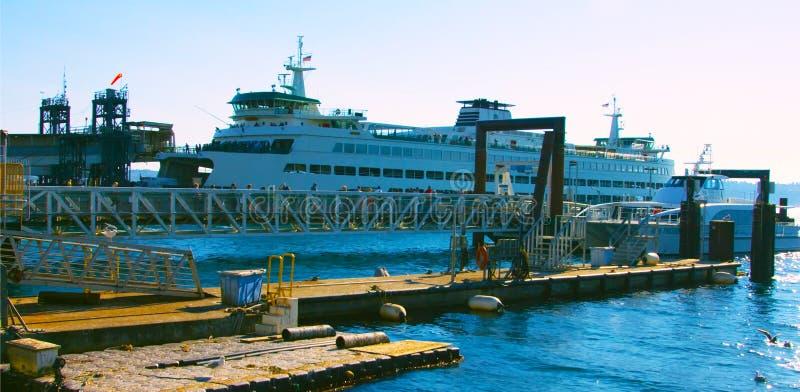 Seattle, Washington, USA mai 6, 2019 Tourist sightseeing cruise boat sailing across elliott Bay in Seattle stock photos