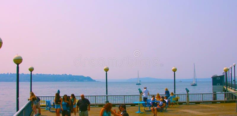 Seattle, Waszyngton, usa mai 9, 2019 W centrum Seattle, Siedzi na morzu, A miejsce relaksować w Seattle zdjęcie royalty free