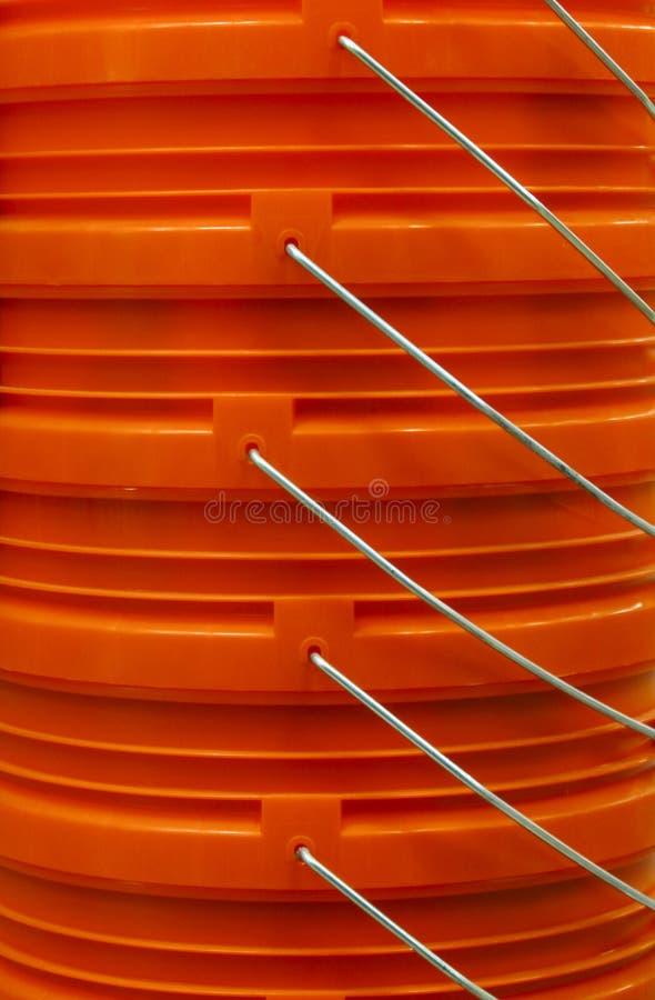 Seaux empilés oranges photographie stock libre de droits