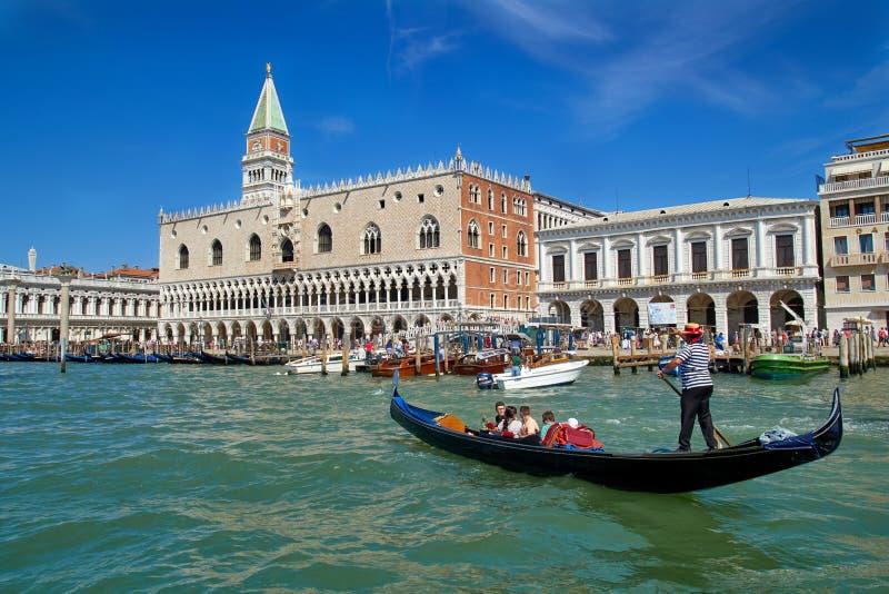 Seaview del palazzo del doge e del campanile sulla piazza San Marco L'Italia europa fotografia stock libera da diritti
