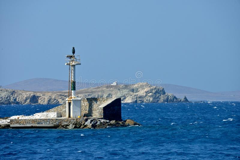 Seaview di un'attrezzatura del faro su un pilastro in Mykonos fotografia stock