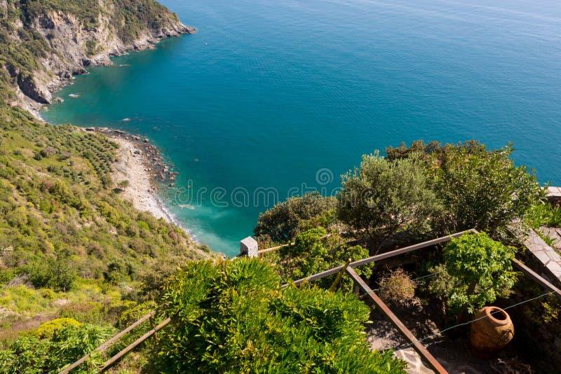Seaview do balcão mediterrâneo tradicional imagens de stock royalty free