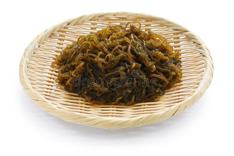 seaweed för mozuku för japanes för bambukorg ätlig royaltyfria bilder