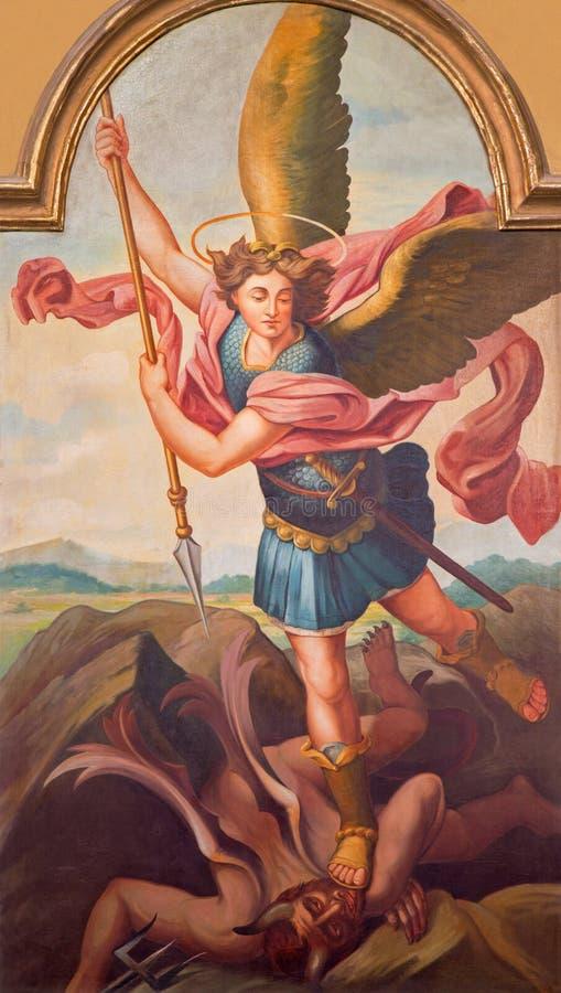SEBECHLEBY,斯洛伐克-天使迈克尔油漆从圣迈克尔parisch教会主要法坛的由L的 Schramek (1928) 库存照片