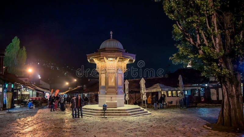 Sebilj springbrunn på den Bascarsija fyrkanten i Sarajevo stämma överens områdesområden som Bosnien gemet färgade greyed herzegov fotografering för bildbyråer