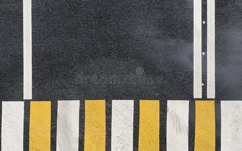 Sebraövergångsställe på en bakgrund för asfaltväg royaltyfri fotografi