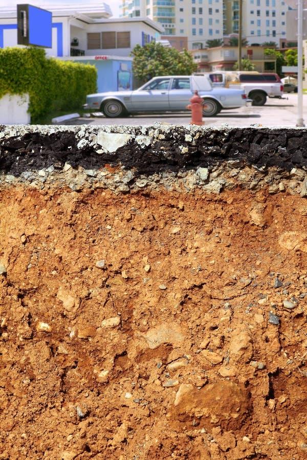 Secção transversal da cidade do terremoto da escavação da estrada fotografia de stock royalty free