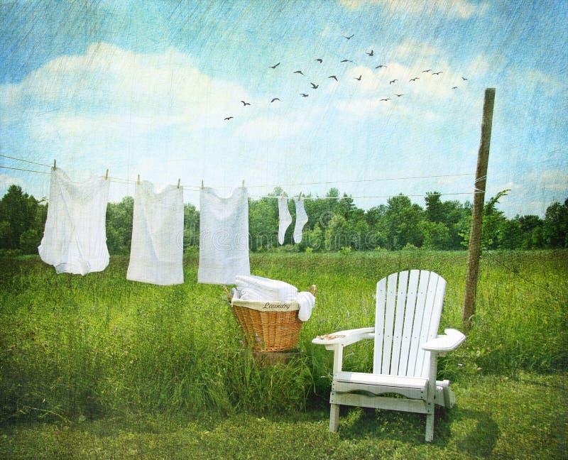 Secagem da lavanderia no clothesline fotos de stock royalty free