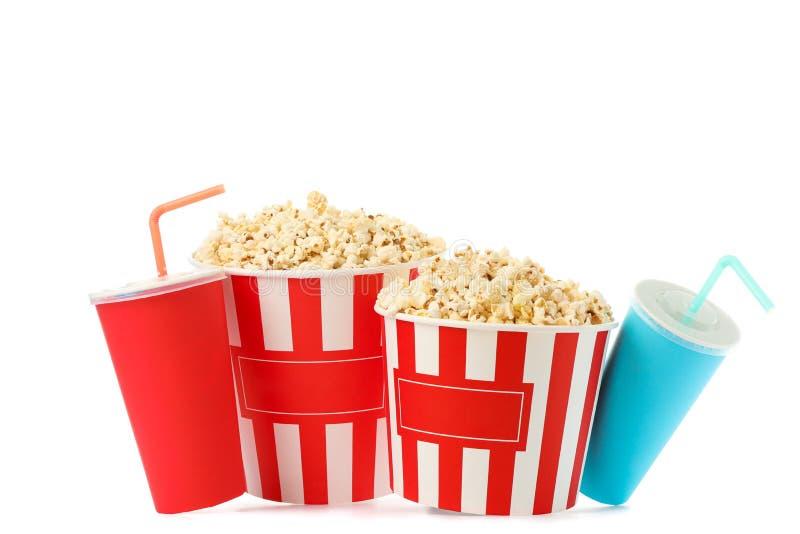 Secchi del popcorn e tazze di carta isolati fotografia stock libera da diritti