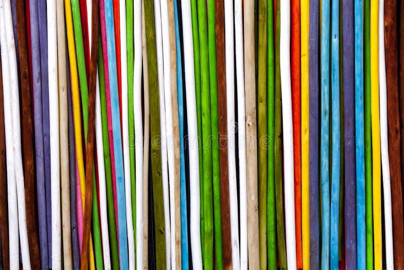 Secchi variopinti dei ramoscelli Bande verticali del fondo immagini stock libere da diritti