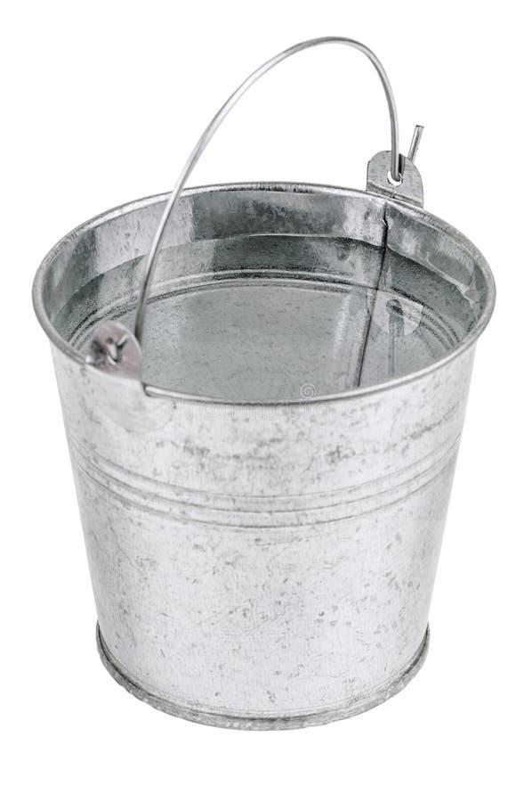 Secchio del metallo con acqua fotografie stock