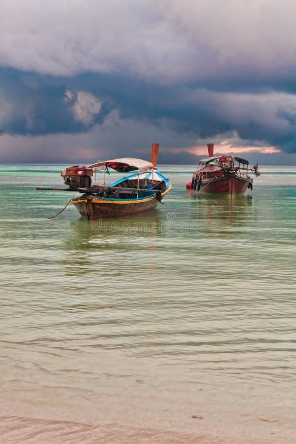 Secchio delle barche del longtail fotografie stock libere da diritti