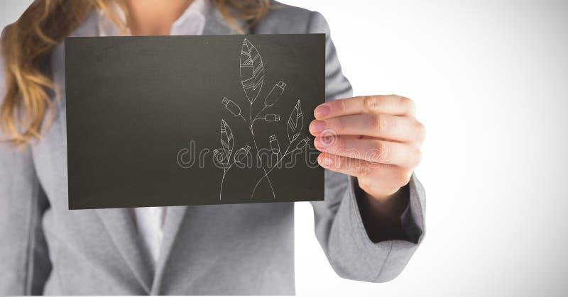 Sección de la mujer de negocios mediados de con la tarjeta negra que muestra el garabato blanco de la hoja contra el fondo blanco fotos de archivo