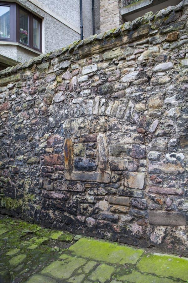 Sección de Wall del rey en Edimburgo imagenes de archivo