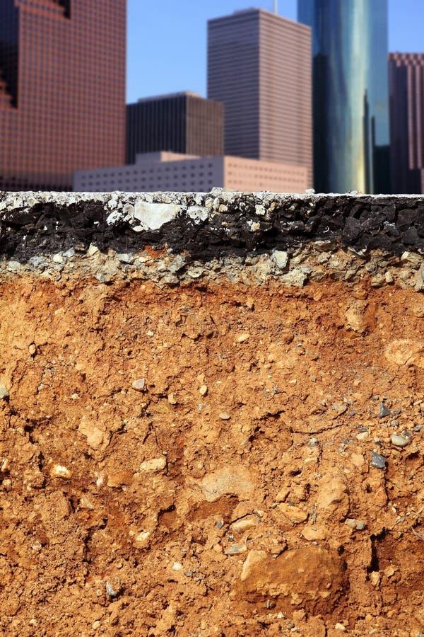 Sección representativa de la ciudad del terremoto de la excavación del camino fotos de archivo