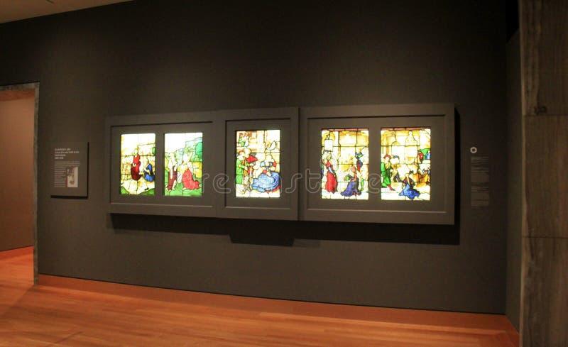 Sección suavemente encendida de las ilustraciones del vitral, Cleveland Art Museum, Ohio, 2016 imagen de archivo