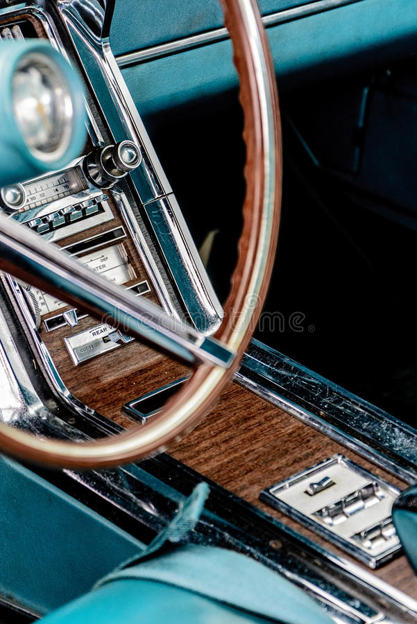 sechziger Jahre Ford Thunderbird-Radio stockfoto