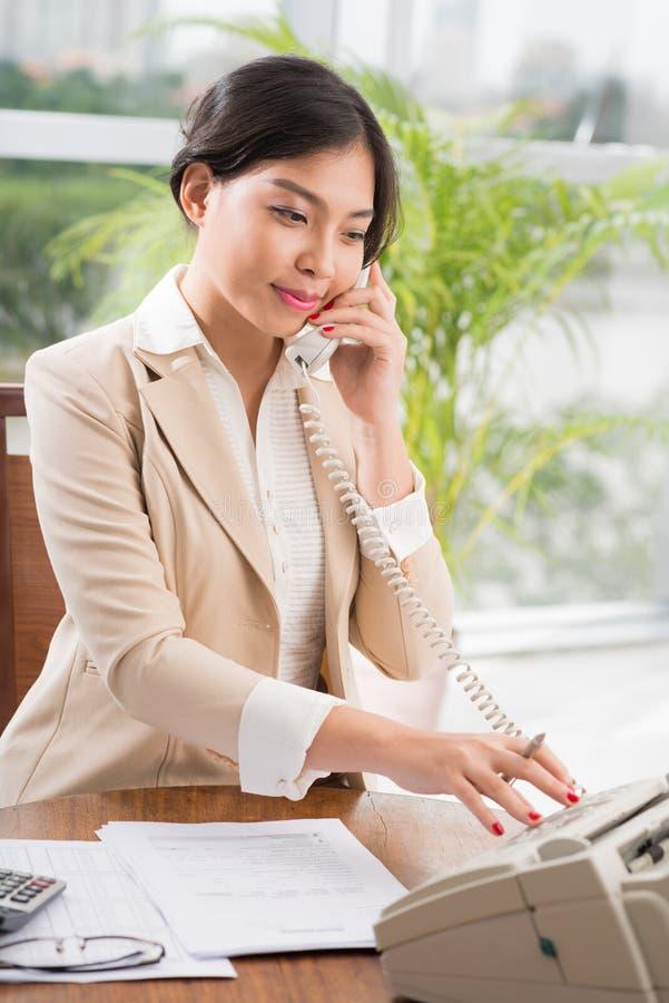 Secretário asiático bonito foto de stock royalty free