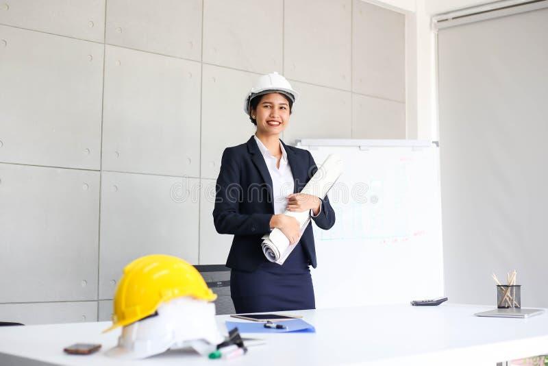 Secretário bonito da mulher de negócio no escritório no local de trabalho, sucesso asiático da mulher para o trabalho seguro para imagem de stock