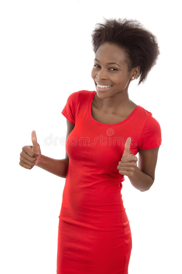 Secretário de sorriso africano atrativo isolado no vestido vermelho. foto de stock royalty free