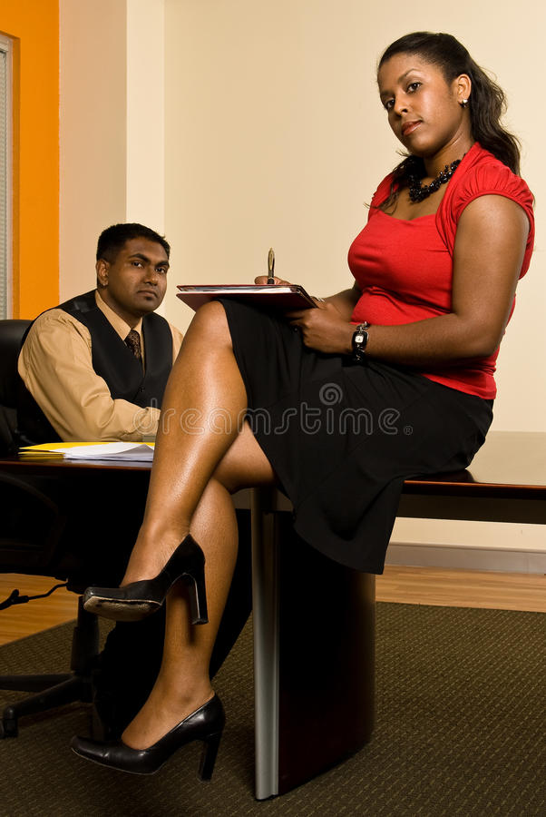 Secretaresse die nota's nemen stock afbeelding