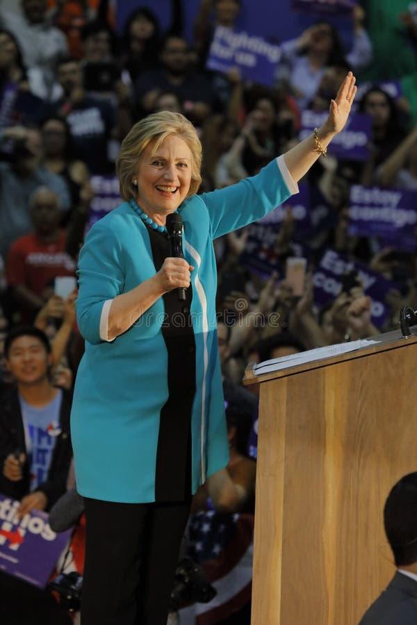 Secretaria anterior Hillary Clinton Campaigns para el presidente en la universidad del este Cinco de Mayo, 2016 de Los Ángeles foto de archivo libre de regalías