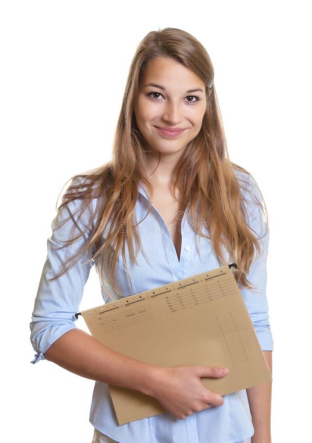 Secretaria de sexo femenino con el expediente en su mano imagenes de archivo