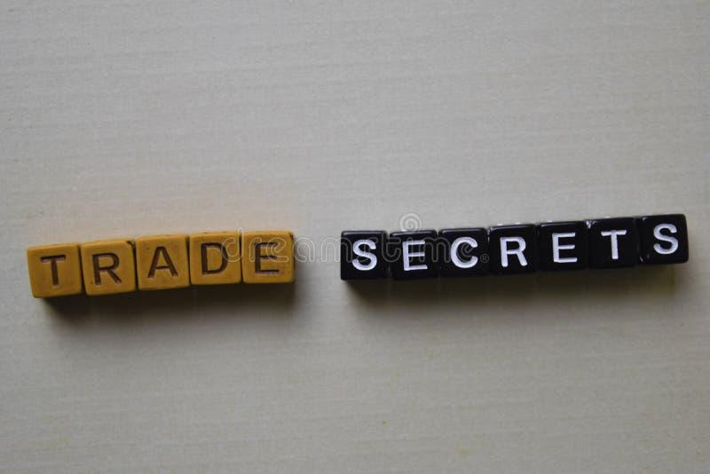 Secretos comerciales en bloques de madera Concepto del negocio y de la inspiraci?n foto de archivo