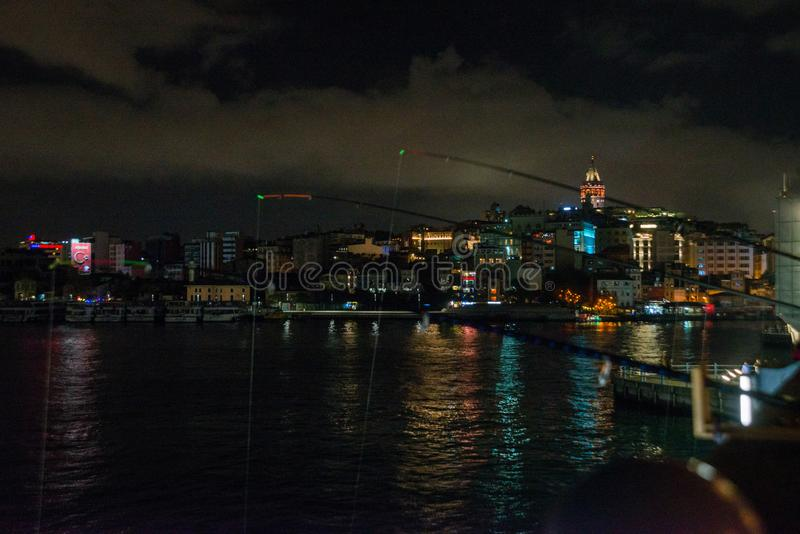 Secteur de Galata ou de Beyoglu d'Istanbul la nuit, Turquie C'est l'un des endroits de touristes principaux à Istanbul Beau panor photographie stock