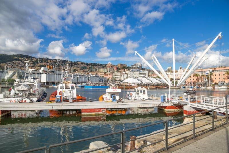 Secteur de vieux port, ` de Porto Antico de `, endroit touristique à Gênes, Italie, sous un ciel bleu avec des nuages photos stock