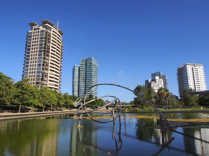 Secteur diagonal de Poblenou d'étang de parc de mars à Barcelone image stock