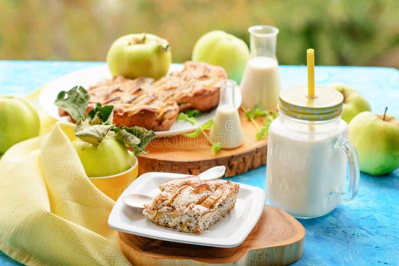 Secteur et lait d'Apple photo stock