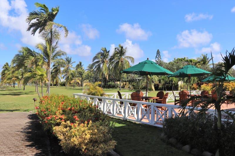 Secteur extérieur de consommation à un restaurant dans un emplacement tropical image libre de droits