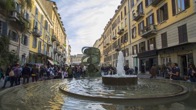 Secteur piétonnier de Corso Como, Milan, Italie Marche de personnes image libre de droits