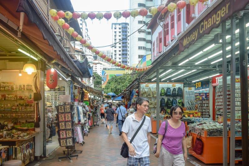 Secteur Singapour de Chinatown avec un bon nombre de divers produits photos stock