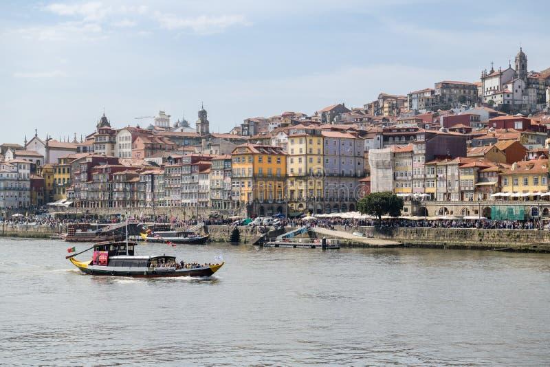Secteur surchargé de Ribeira à Porto image stock