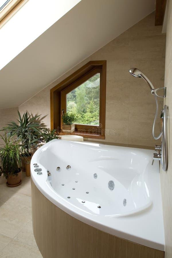 Section d 39 une salle de bains dans une maison de luxe image for Prix d une salle de bain