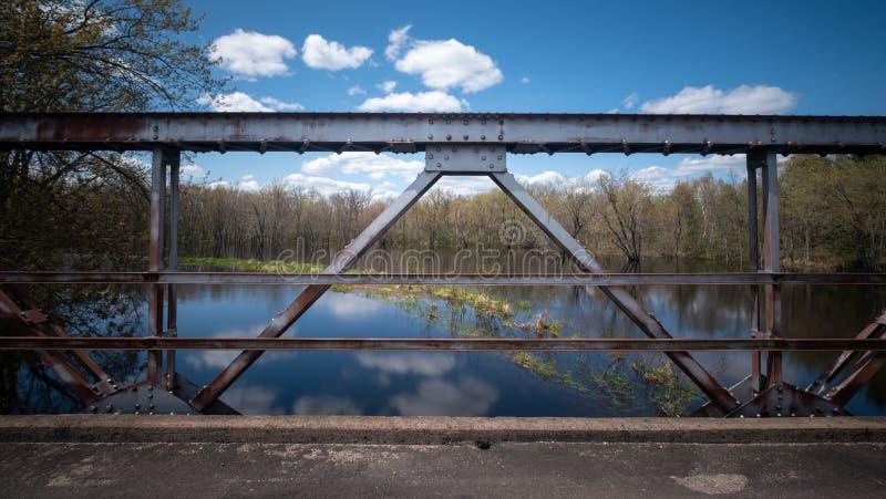 Section de pont au-dessus de la rivière Wisconsin image stock