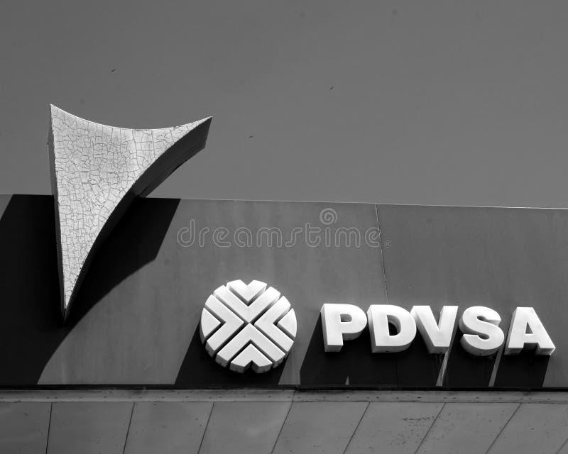 Section du logo de PDVSA, endommagé, vieux, négligé, dans le ` s Venezuela d'aujourd'hui photographie stock libre de droits