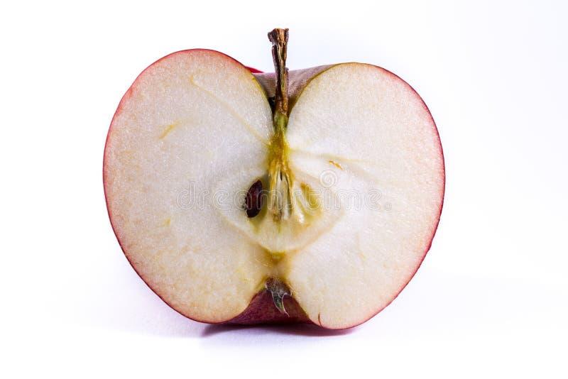 Section transversale coupée par tranche en coupe rouge lumineuse d'Apple à l'intérieur de Cl photographie stock