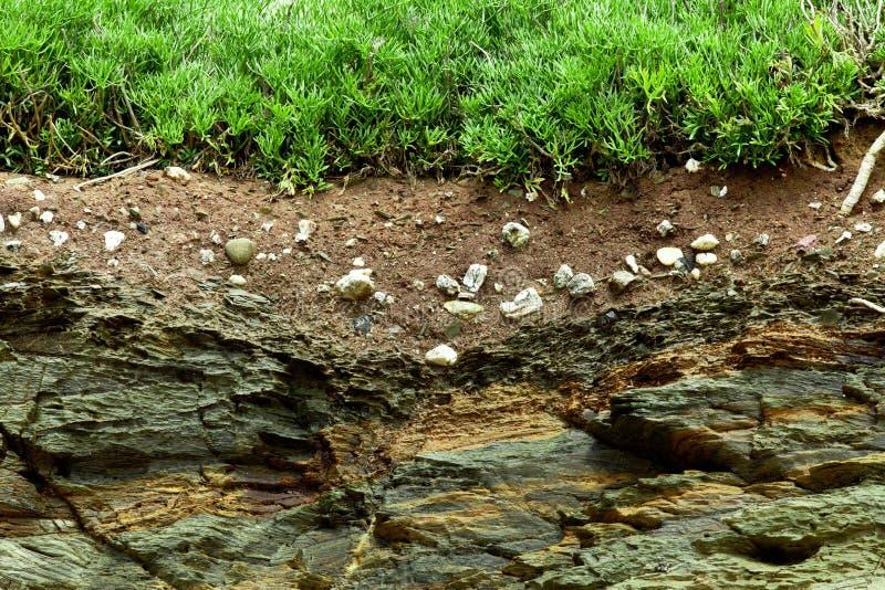 Section transversale de la terre vers le bas à la roche photographie stock