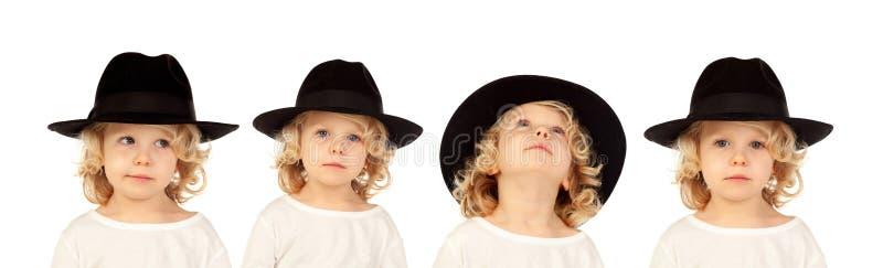 Secuencia de un niño rubio con el sombrero negro que hace expres de los differents fotos de archivo