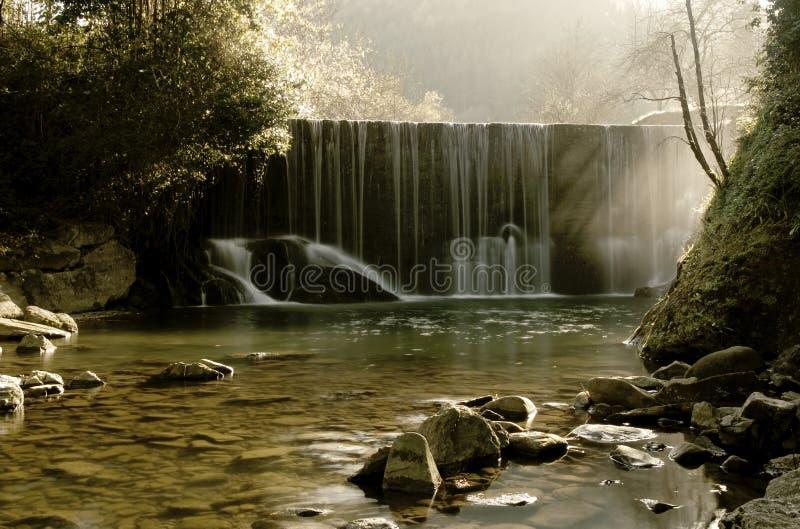 Secuencia escénica de la cascada en efecto sedoso. imagen de archivo